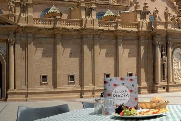 Restaurante Piazza Zaragoza Una Terraza Con Vistas Al